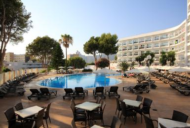 Terrace AluaSun Torrenova Hotel Palmanova, Mallorca